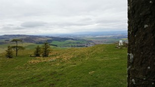 Looking to Newtyle and Lundie Crags